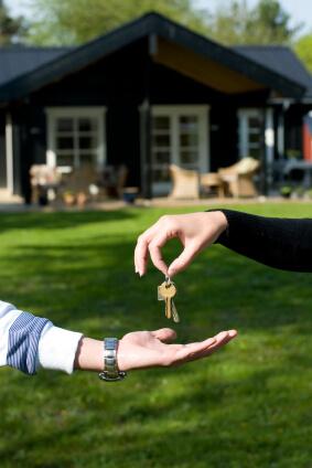 Schlüsselübergabe einer Immobilie