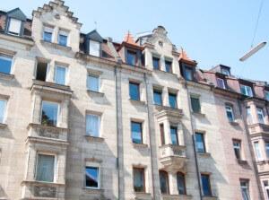 Mehrfamilienhaus mit Wohnungen